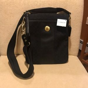 2007 mint condition Coach cross body purse.